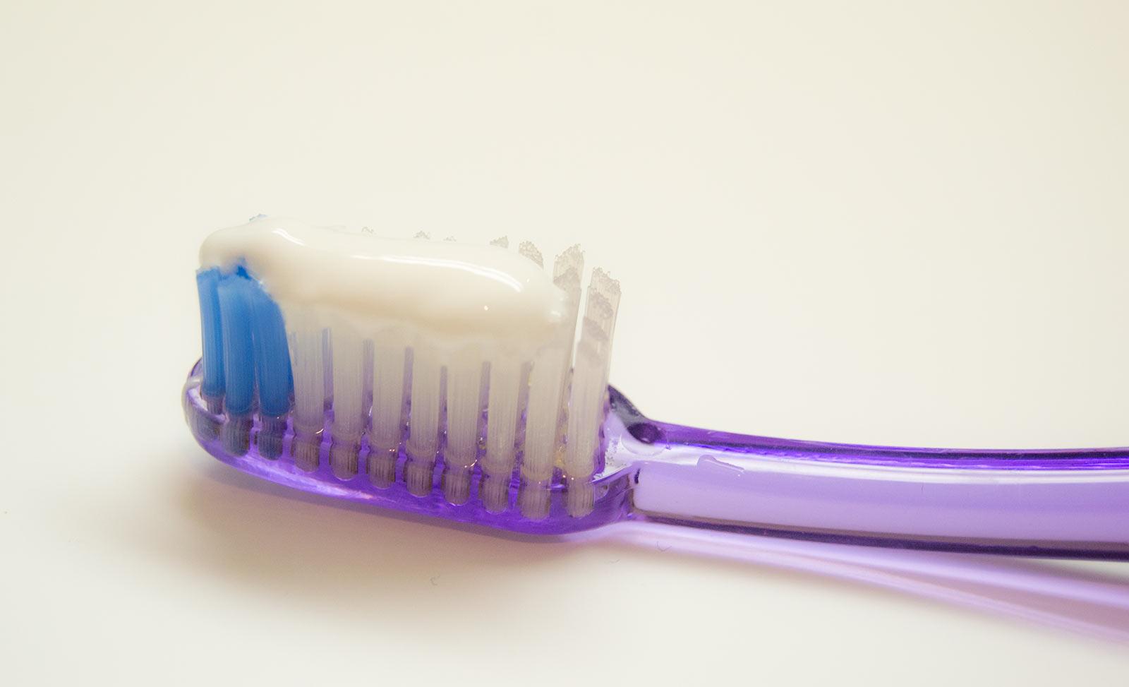 Ilustración gratis - cepillo de dientes